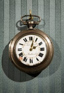Джобен часовник със златна верижка