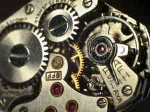 Макроснимка на механизма на механичен часовник