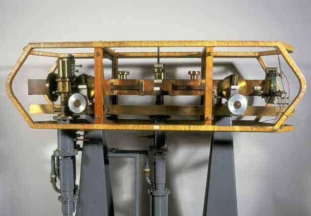 Първият атомен часовник, показан в Музея на науката в Лондон